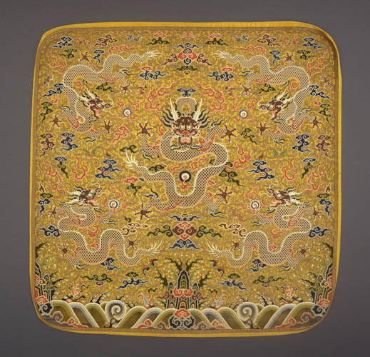 Pillow, China, Qing dynasty (1644-1911), Kangxi period (1662-1722), early 18th century. Silk shaped 