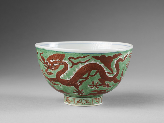 Bowl decorated with dragons,