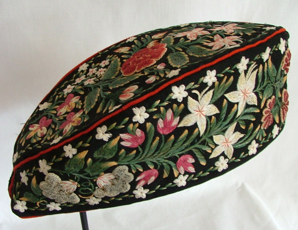 Huron Glengarry cap, decorated with moose hair embroidery, Quebec, 1st half of 19th century. Stothert & Trice, London