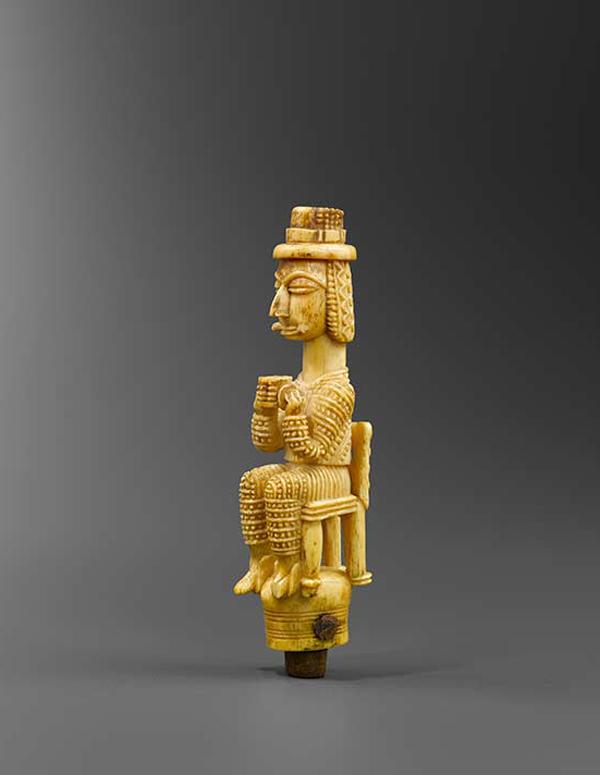 GALERIE RENAUD VANUXEM Figurine, Côte d'Ivoire, 19th century,Ivory, H. : 11 cm