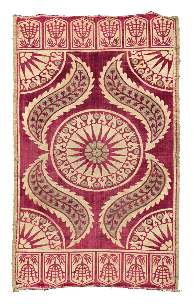 Art of the Islamic and Indian Worlds Lot 94  A SILK VELVET AND METAL THREAD WOVEN ÇATMA, TURKEY, 17TH CENTURY Estimate £7000-10,000