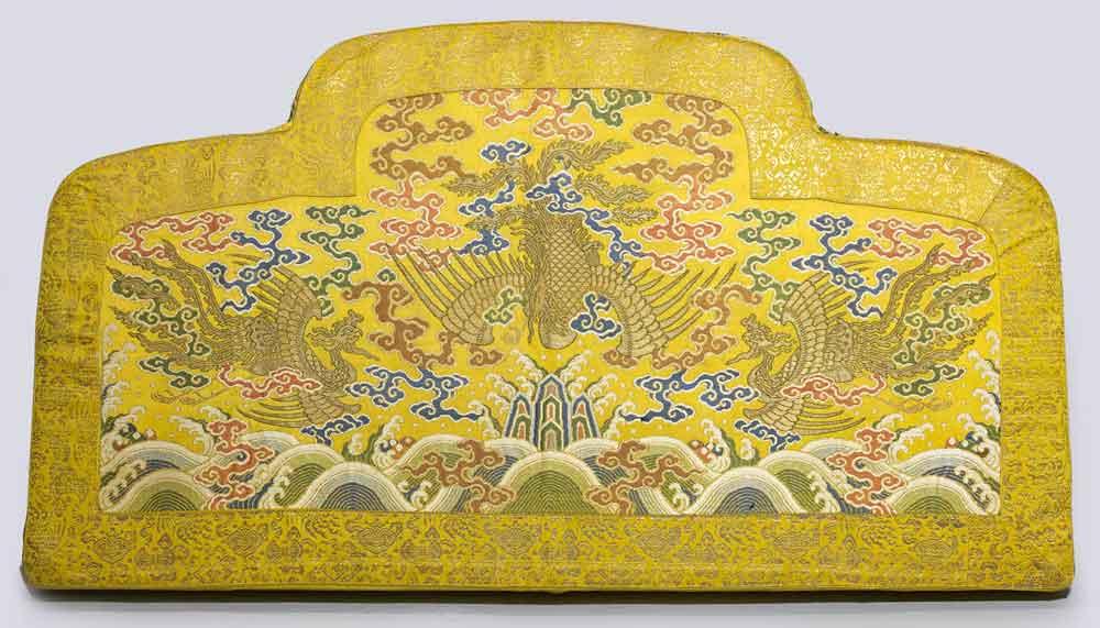 3.b.-throne-back-cushion