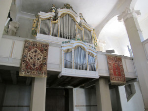 Rugs framing an organ