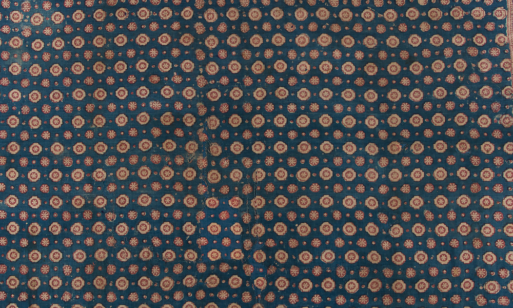 Maa' ceremonial cloth (detail), India, Gujarat, made for the eastern Indonesian market (Toraja), 17th or 18th century. Cotton (plain weave), block-printed mordant-dyed; block-printed and hand-painted resist-dyed, 2.44 x 1.32 m. Collection of Banoo and Jeevak Parpia.